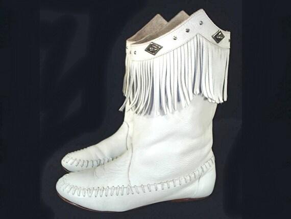 size 8 vintage 80 s white moccasin boots fringes studs