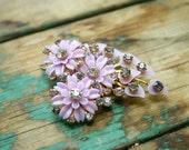 vintage . lilac . CLUSTER FLOWER . rhinestone . brooch