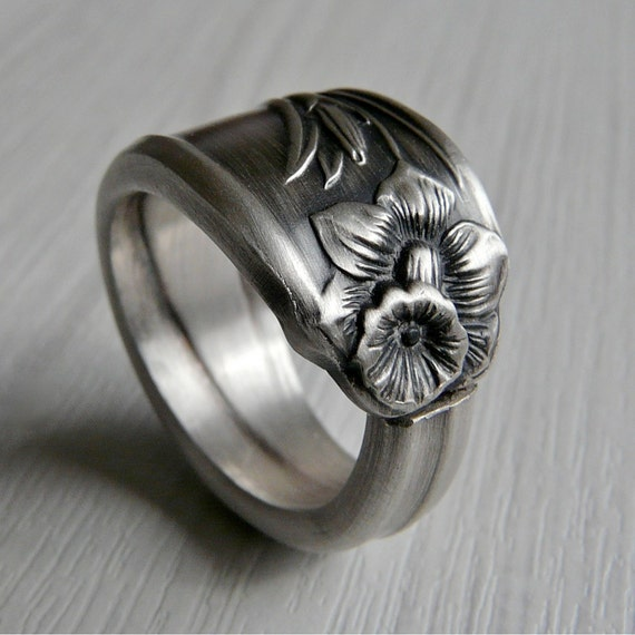 Antique Silver Spoon Ring - Daffodil Pattern 1950