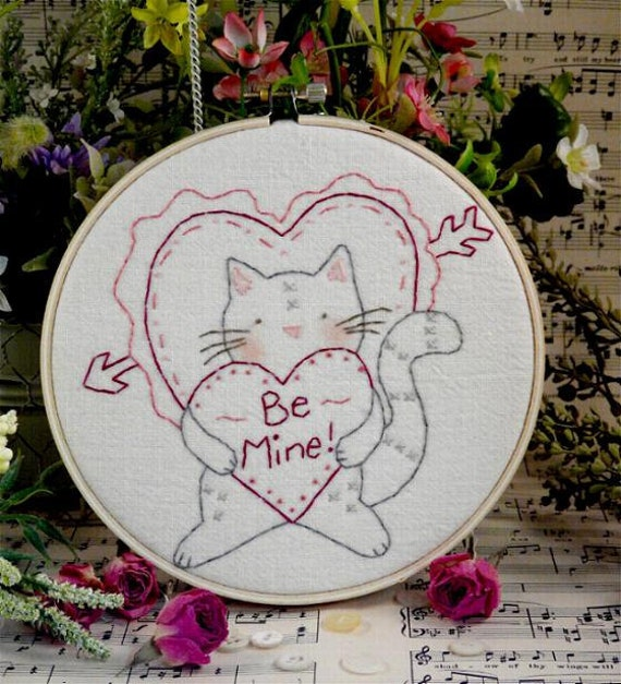 Valentine Be Mine tabby Cat embroidery PDF Pattern - heart primitive stitchery kitty hoop art kitten