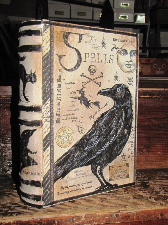 LARGE Vintage Paper Mache Halloween Witch's Book of SPELLS BoxPAINTED (Crow Raven)