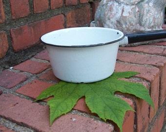 Vintage Enamel Pot Enamelware Pan Primitive Planter Rustic Garden Decor Graniteware Farmhouse Kitchen Cabin Decor Enamel Bowl Garden Accent