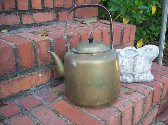 Vintage Brass Kettle Farmhouse Kitchen Decor Rustic Garden Decor Country Wedding Flower Pot Tea Kettle Vase Coffee Pot Primitive Cabin Decor