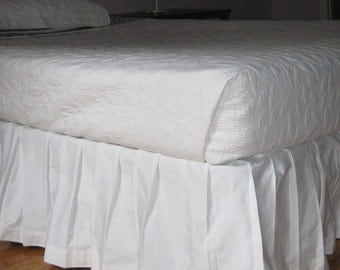 Box - Pleated Bedskirt - Queen size