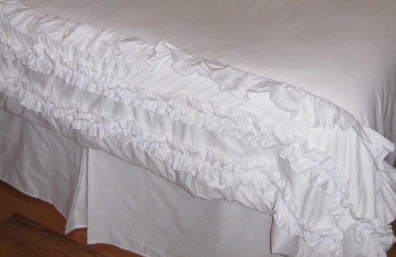 FULL/QUEEN size White Duvet Cover with pretty ruffles
