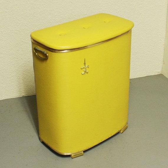 Hamper laundry retro vintage