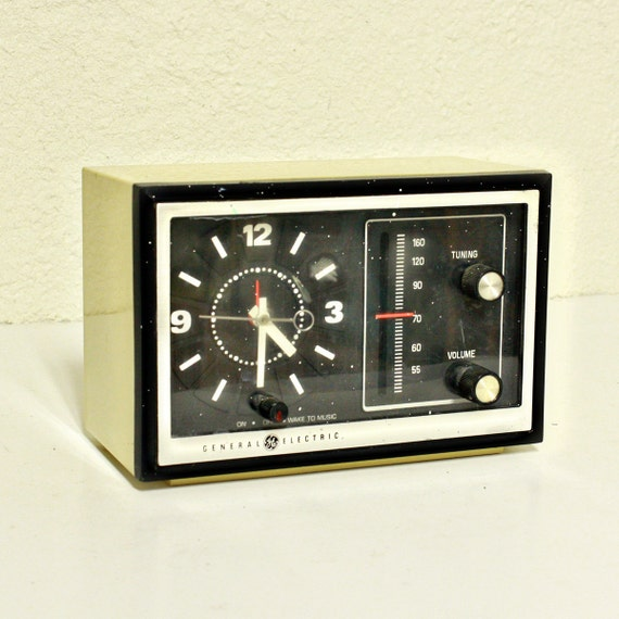 vintage clock radio clock radio alarm clock by oldcottonwood. Black Bedroom Furniture Sets. Home Design Ideas