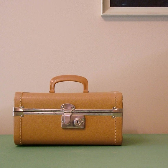 vintage train case - tan