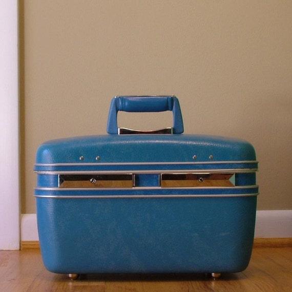 vintage travel case - aqua blue beauty case - carry on - train case