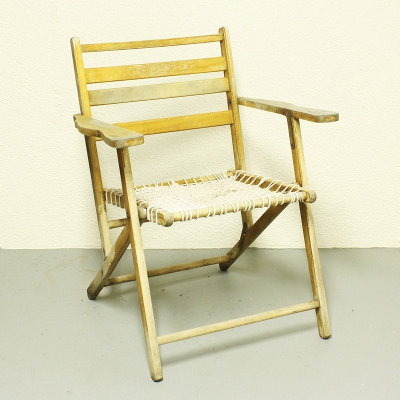 vintage wood folding chair lawn chair shabby by oldcottonwood