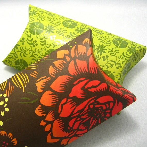 Larges pillow boxes with tags (set of 2)  - Roses in the Garden -