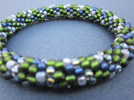 pine green and blue argyle pattern bead crochet bracelet plus free tutorial