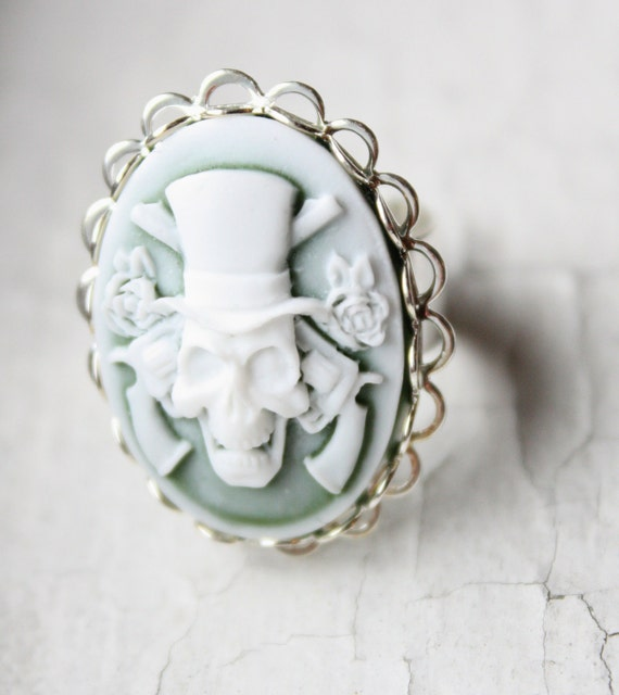 Guns and Roses Smokey Green Skull Cameo Ring in Silver