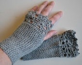 Grey crochet gloves with lace trim F623