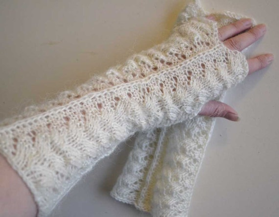 Creme lace knitted gloves F603