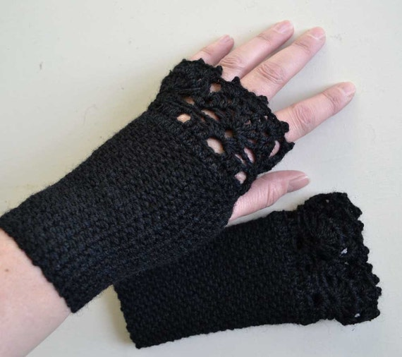 Black crochet gloves with lace trim F617