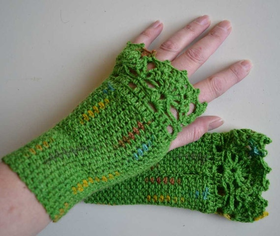 Green crochet gloves with lace trim F628