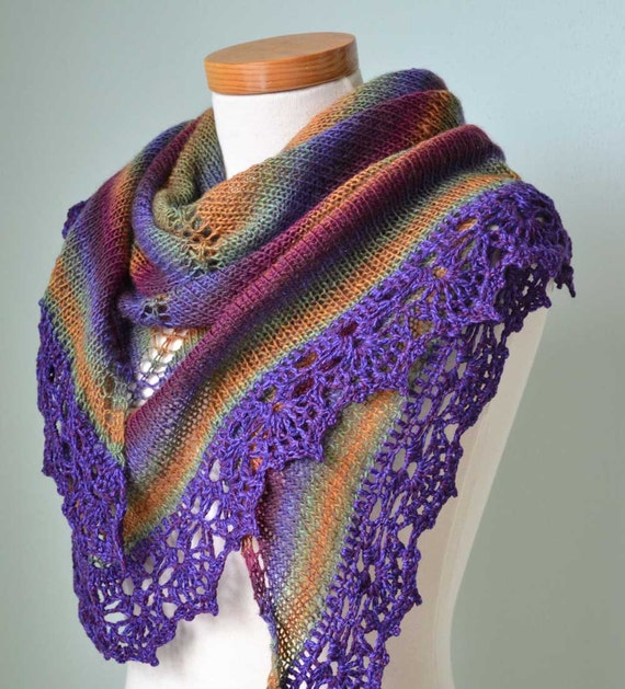 Knitted shawl with crochet lace trim E482