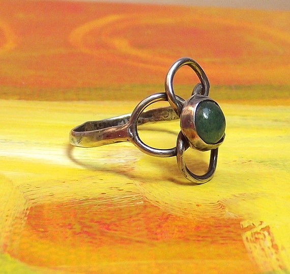 Vintage Boho Flower Ring - Sterling Silver and Jade - FREE Shipping - size 8