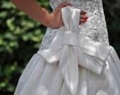 Ivory Bridal Clutch, The Elle Jane Clutch, Big Bow Clutch, Wedding Purse, Bride Wristlet, Ivory Satin Wedding Bag