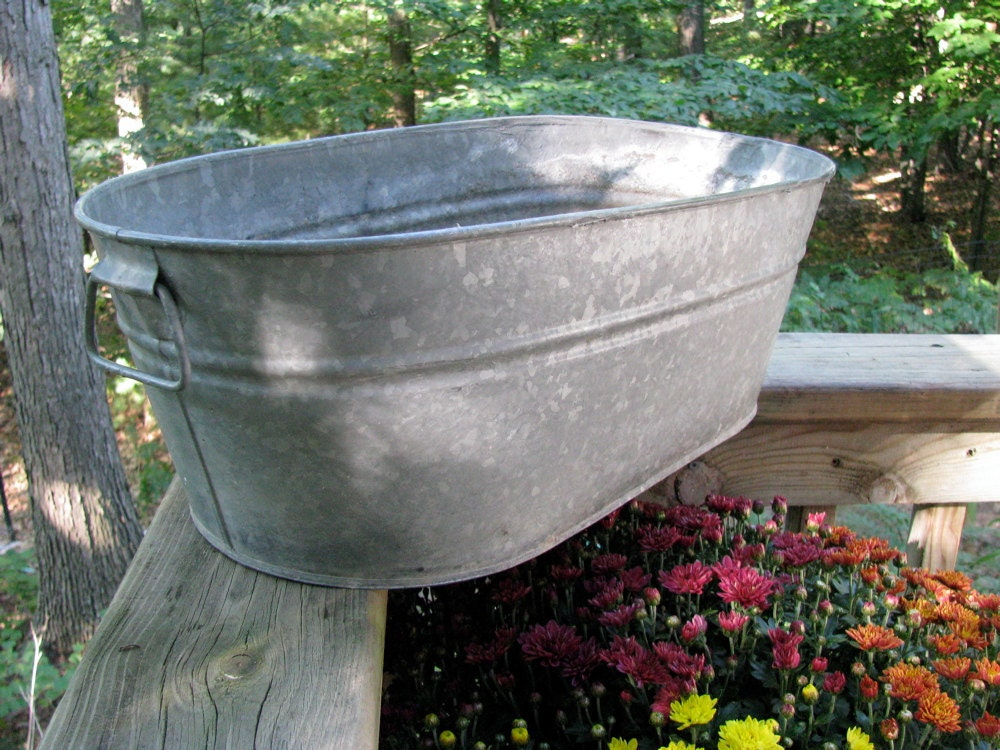 Galvanized oval tub vintage rescued rustic for Old galvanized bathtub