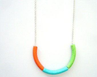 colours necklace