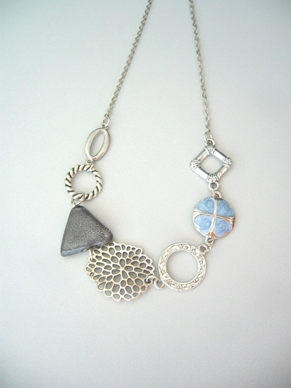 Triangle chunky necklace in grey