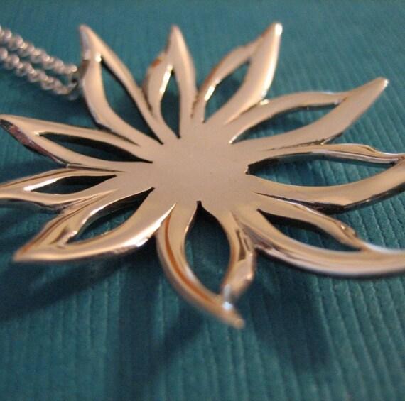 Sunburst Flower Silver Necklace (Medium)
