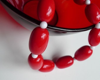 rad style 80s vintage beaded necklace 1980s red white and love