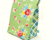 Picnic Lunch Bag in Garden Party Green Floral Print