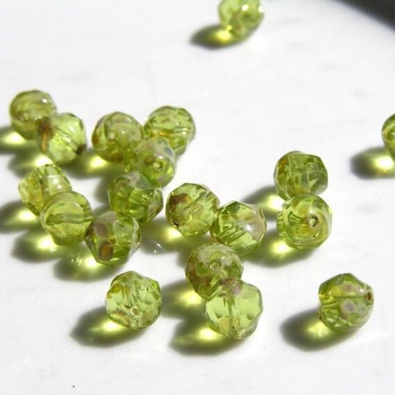 Beautiful Fresh Green 8mm Faceted Nugget Czech Glass Beads  25