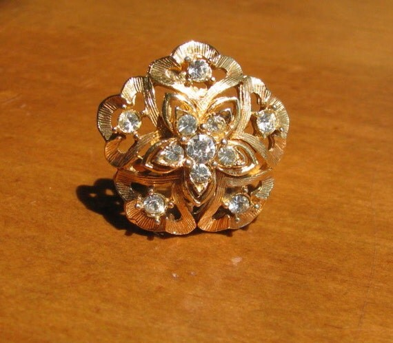 Vintage Rhinestone Flower Burst Cocktail Ring in Goldtone