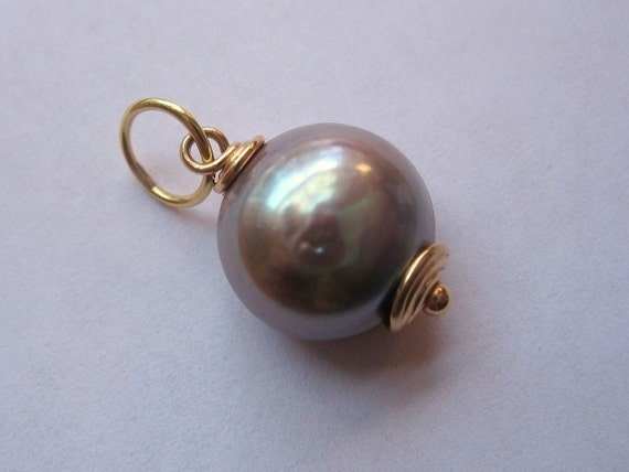 18kt. Gold And Mauve Pearl Pendant