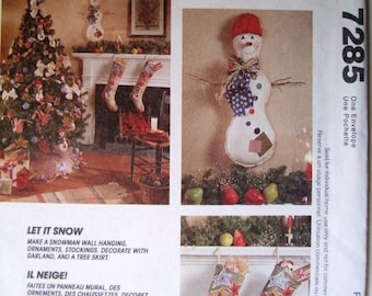 McCalls Crafts 7285 Let It Snow Pattern. Snowman Wall Hanging, Ornaments, Stockings, Garland, Tree Skirt. Uncut