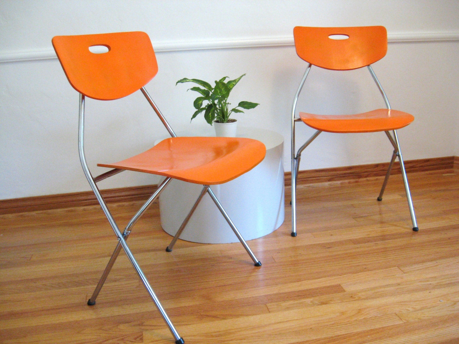 Pair of MID CENTURY ORANGE FOLDING CHAIRS by fabulousmess on Etsy
