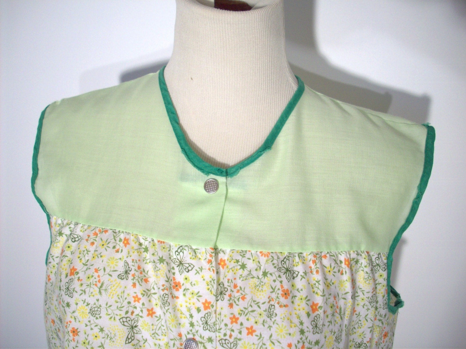 Soft Green Snap Down Smock Apron With Pockets And Slits