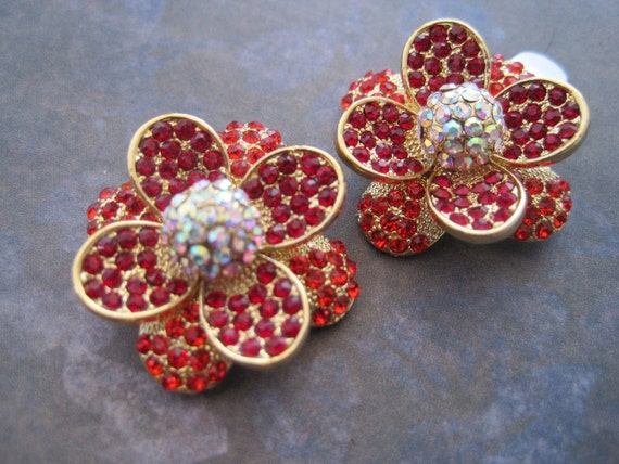 Shoe clips red rhinestone flower