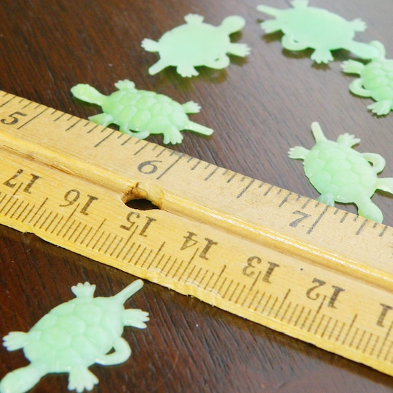 12 bright green turtle cabs / charms