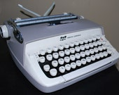 Vintage Smith Corona Typewriter w/ Case Works