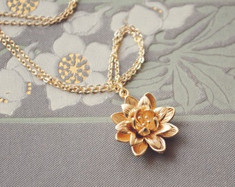 yeahhello. gold flower blossom necklace