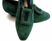 New 1980s Shoes Green Suede Buckle Pumps Nine West size 6 1/2 NOS