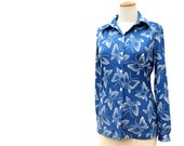 Vintage Blouse 70s Butterfly Print Blue White Long Sleeve Blouse Pointy Collar Stretch Knit Blouse size Medium Large