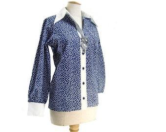 Vintage Blouse 70s Blue White Contrast Collar Cuffs Medium Large NOS Unworn Deadstock