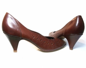 Vintage Shoes 80s Brown Leather Cutout High Heel Pumps size 6 1/2 Narrow Classic Office Footwear Secretary Shoes