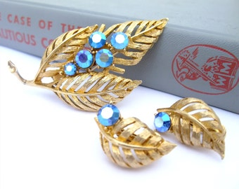 Vintage 50s Pin Brooch Clip On Earrings Gold Metal Blue AB Rhinestone Leaf Costume Jewelry Matching Set Demi Parure Vintage Accessories