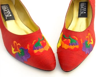 Unworn Vintage Shoes Red Fabric High Heel 80s Pumps Flower Embroidered Purple Yellow Orange Green NOS size 6 1/2 Deadstock Dressy Shoes