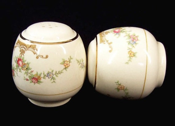 Vintage Salt Pepper 50s Ivory Floral Ceramic Shaker Swag Garland Gold