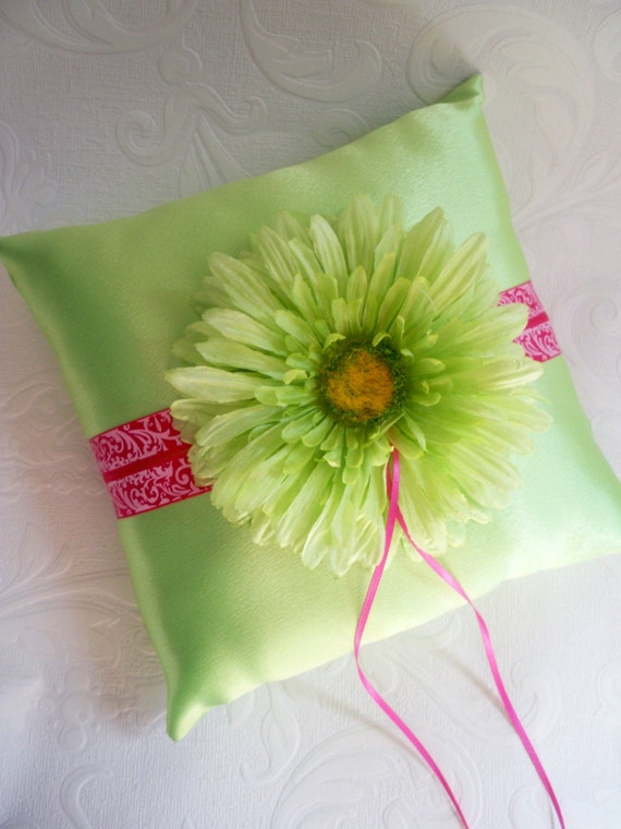 damask accents in green - photo #14