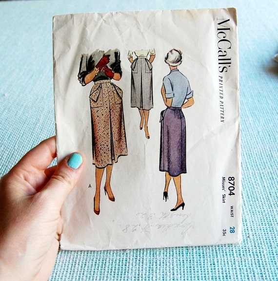 Vintage skirt pattern with center pleat and pockets 1951