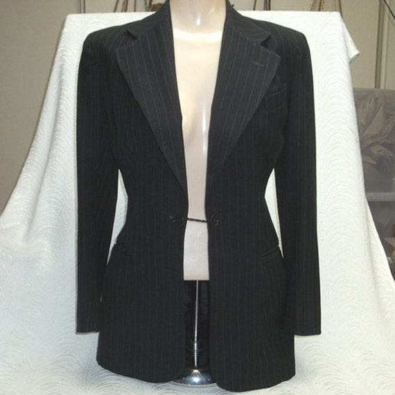 SALE...1940s Womens Jacket, Pinstripe Fine Wool, Rare TUXEDO Style....Boutonniere in Lapel...Very Fitted...Petite, Small